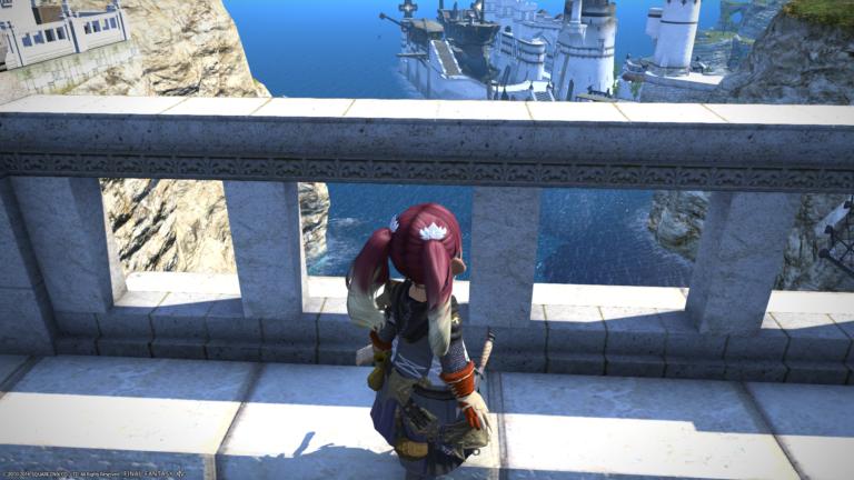 船を見ながらぼんやりする若葉ララ
